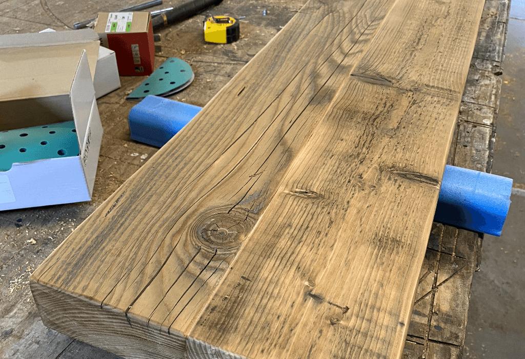 Wandplank oude balk in bewerking 01